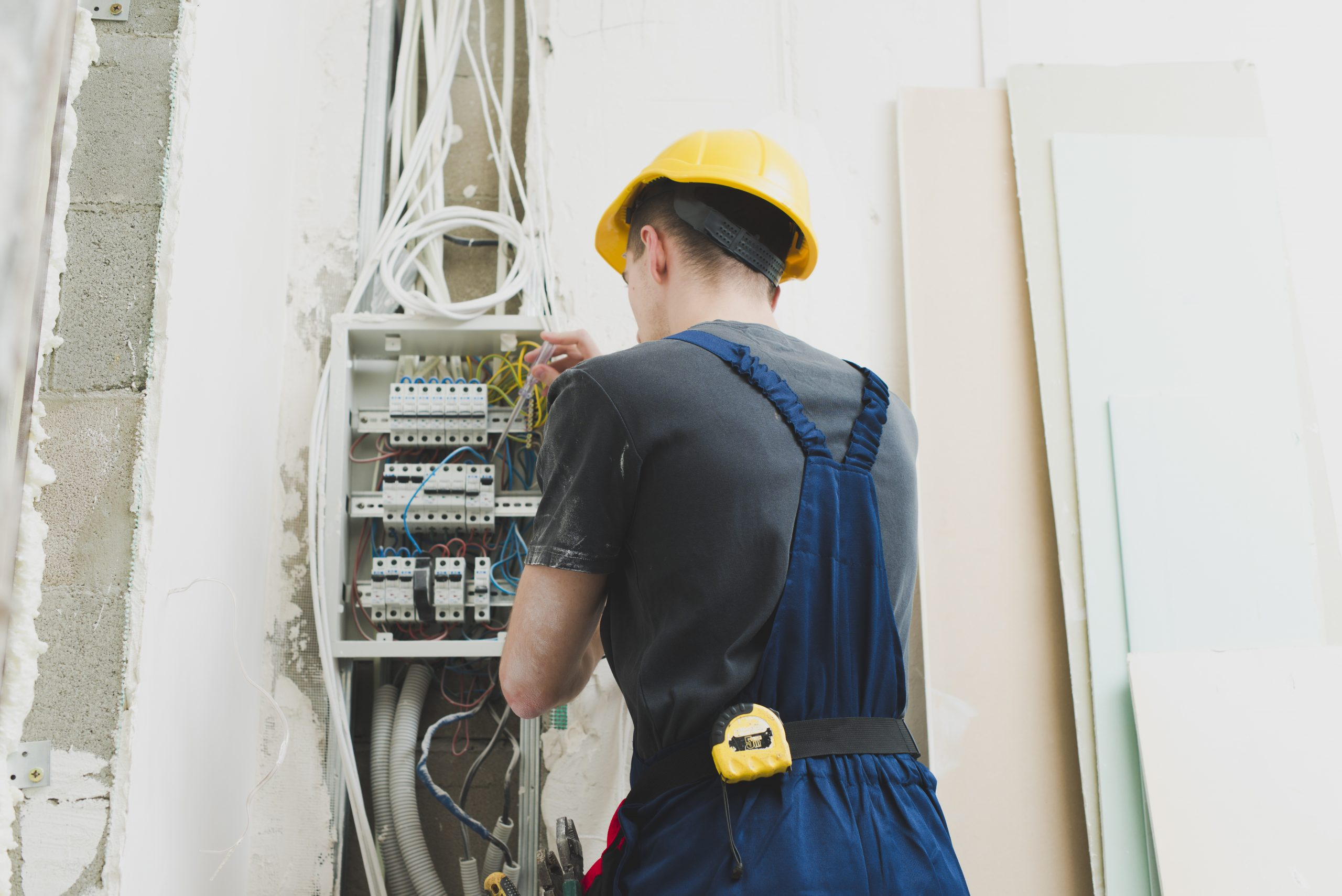 young-man-working-with-wires-at-switcher